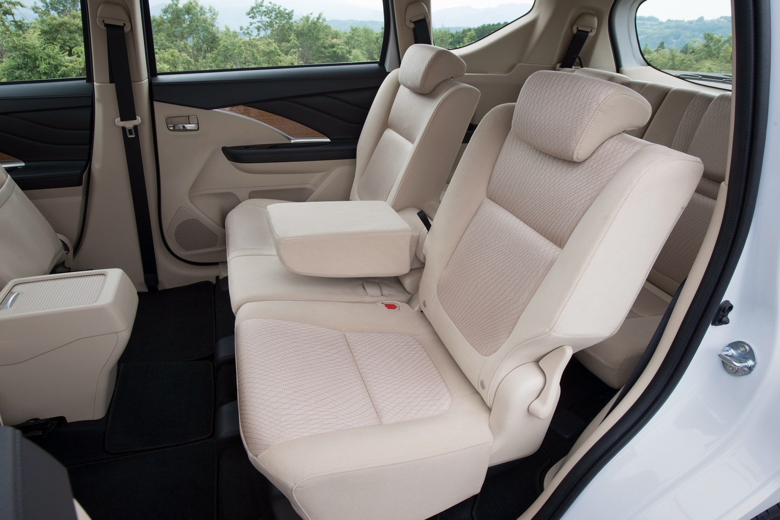 Toyota Sienna Interior >> 2018 Mitsubishi Xpander Looks Like It Came From Outer Space - autoevolution