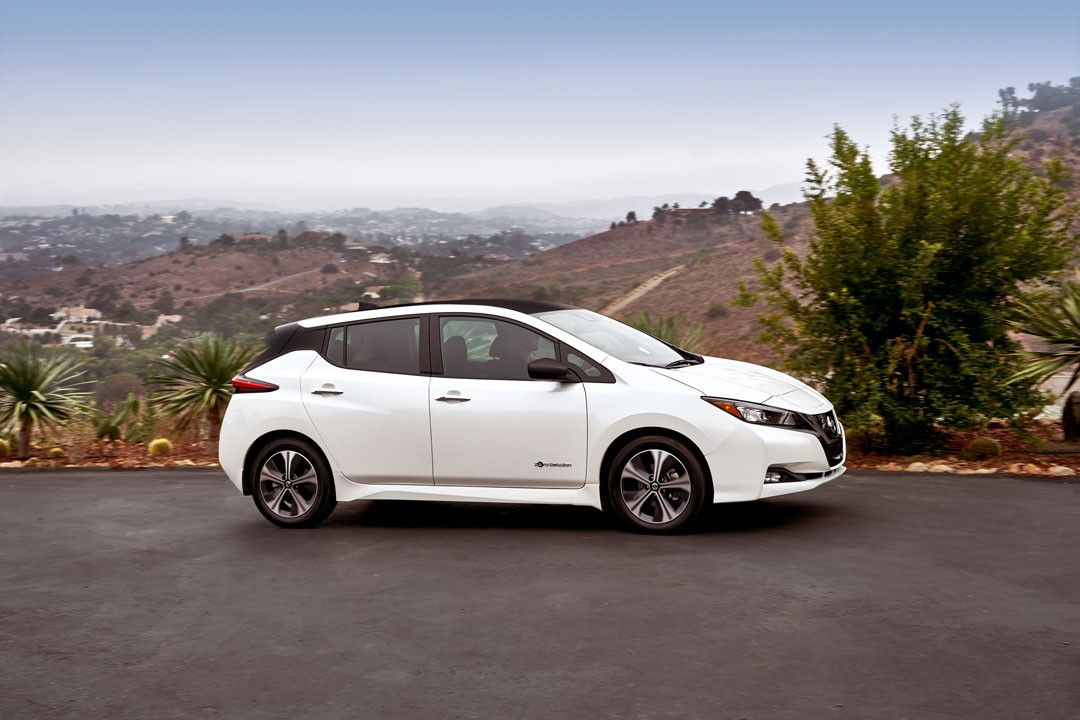 2018 nissan leaf revealed with underwhelming specs and tame exterior design autoevolution. Black Bedroom Furniture Sets. Home Design Ideas