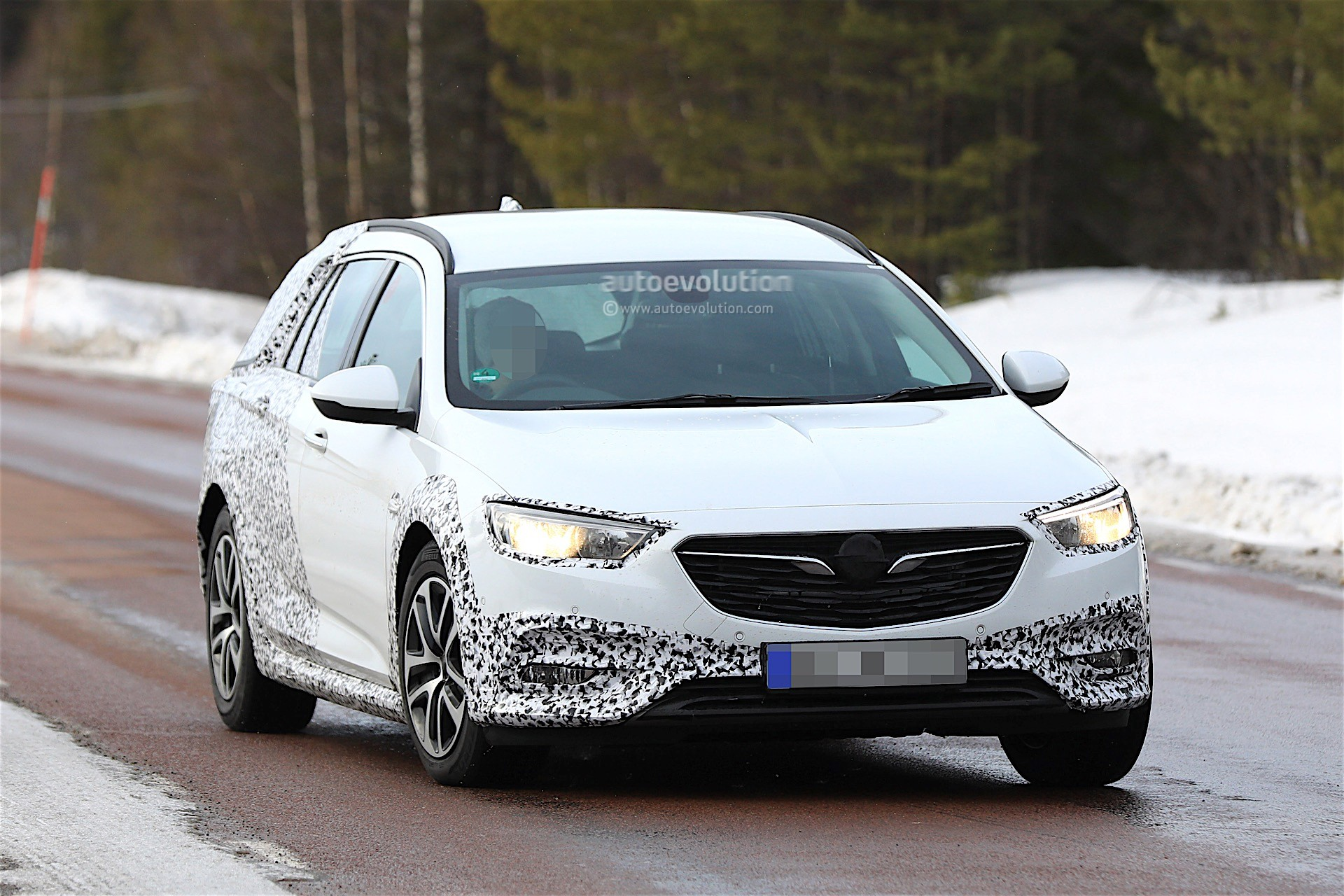 2018 opel insignia country tourer spied almost undisguised autoevolution. Black Bedroom Furniture Sets. Home Design Ideas