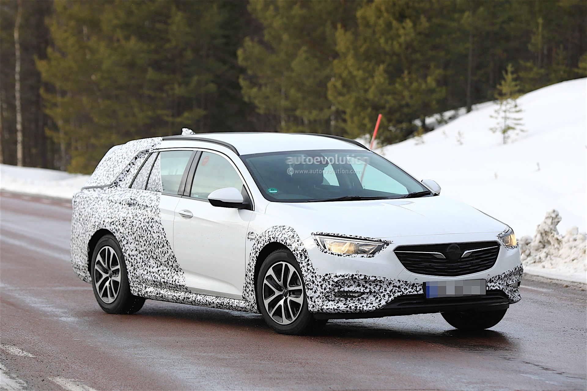 2018 opel insignia country tourer spied almost undisguised. Black Bedroom Furniture Sets. Home Design Ideas