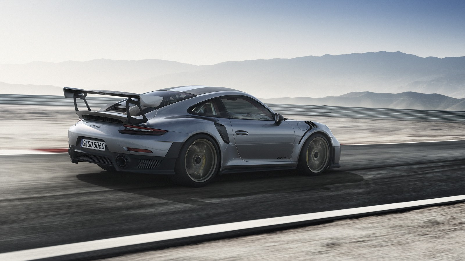 2018 porsche 911 gt2 rs demonstrates savage take off does the exhaust thing. Black Bedroom Furniture Sets. Home Design Ideas