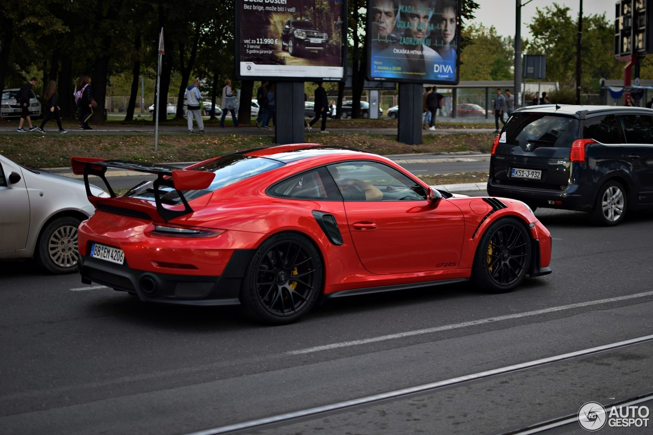 2018 porsche 911 gt2 rs lights up a traffic jam in serbia