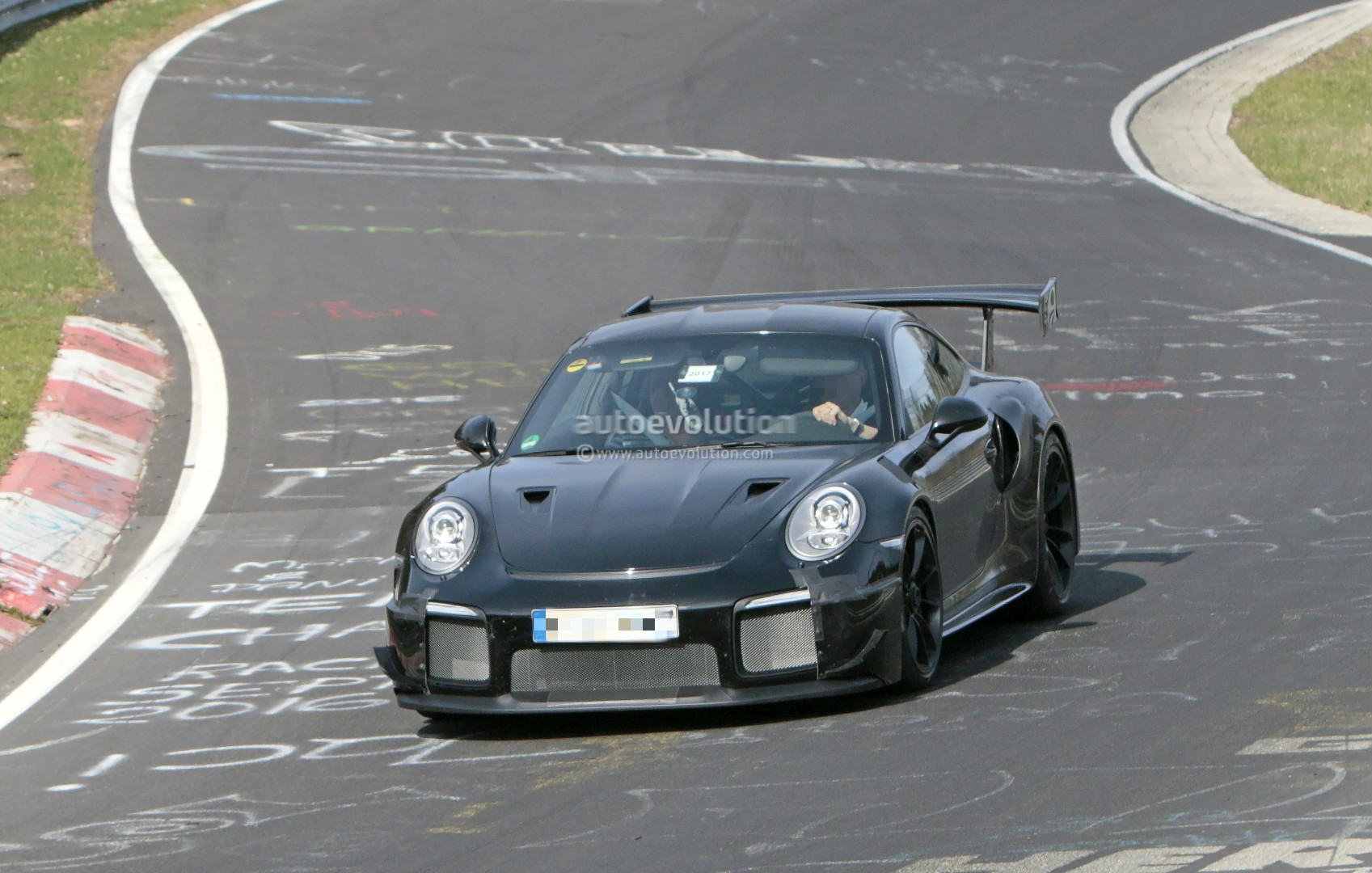 2018 porsche 911 gt2 shows up on nurburgring expect 7 05 lap time autoevol. Black Bedroom Furniture Sets. Home Design Ideas