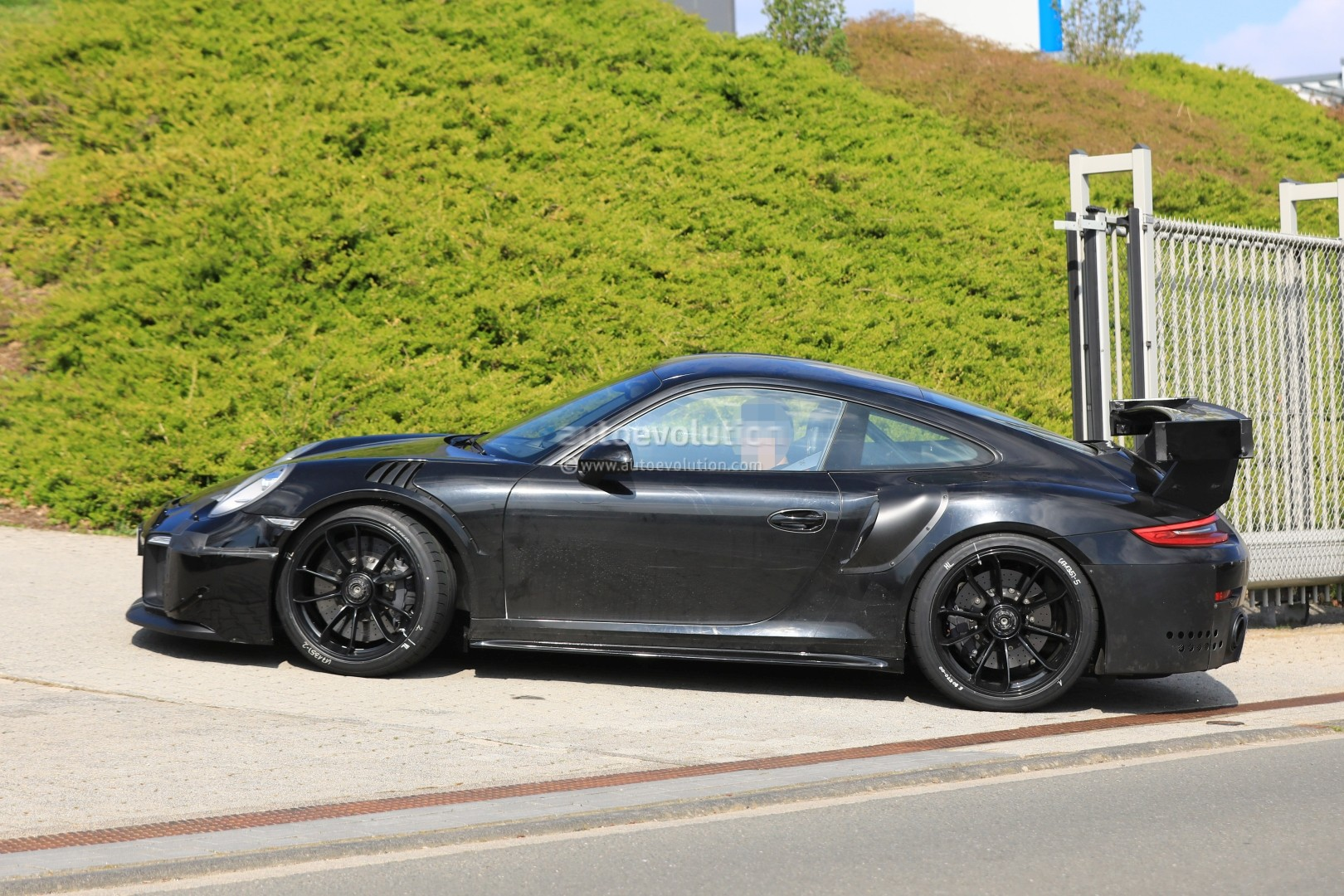 2018 porsche 911 gt2 shows up on nurburgring could pack active aerodynamics autoevolution. Black Bedroom Furniture Sets. Home Design Ideas