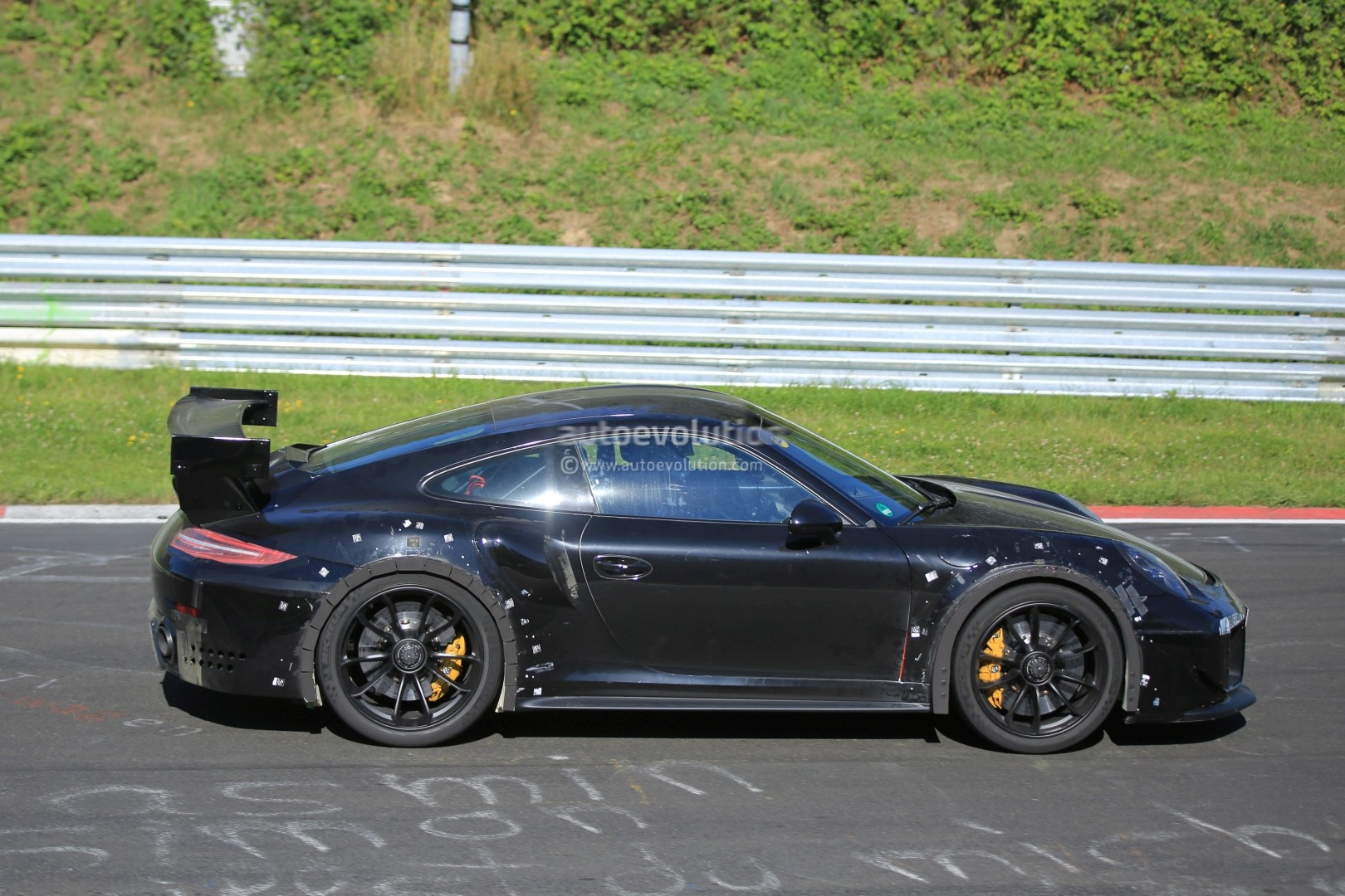 2018 porsche 911 gt2 spied on nurburgring with funny wheel tolerance test rub. Black Bedroom Furniture Sets. Home Design Ideas