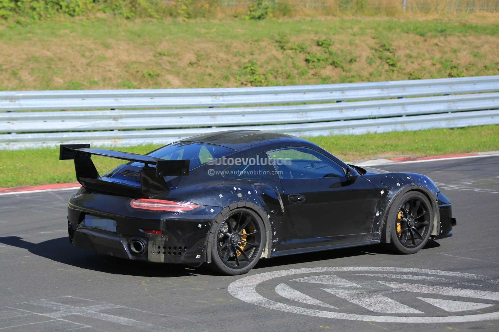 2018 porsche 911 gt2 spied on nurburgring with funny wheel tolerance test rubber autoevolution. Black Bedroom Furniture Sets. Home Design Ideas