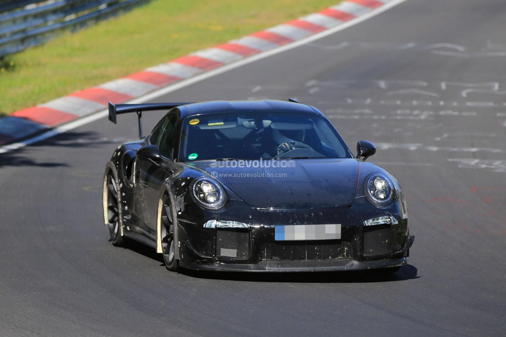 porsche 911 gt2 getting a flat tire at 207 mph on german autobahn sounds brut. Black Bedroom Furniture Sets. Home Design Ideas