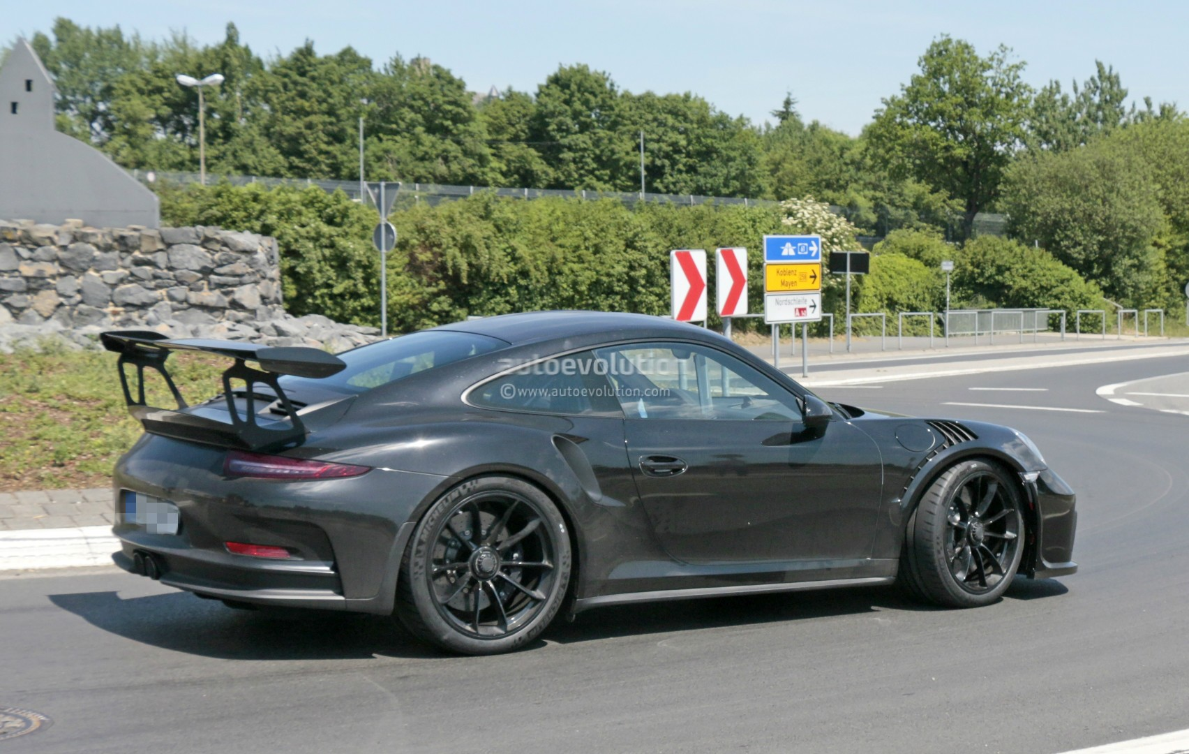 2018 porsche 911 gt3 rs spied has gt2 rs naca ducts hood weissach pack rumored autoevolution. Black Bedroom Furniture Sets. Home Design Ideas