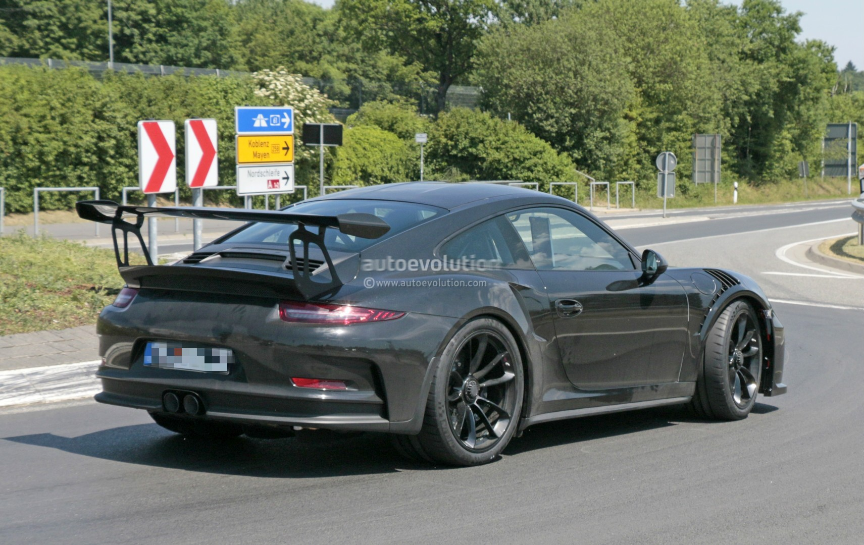 2018 porsche 911 gt3 rs spied has gt2 rs naca ducts hood. Black Bedroom Furniture Sets. Home Design Ideas