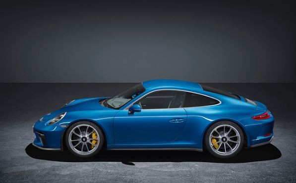 Porsche 911 GT3 Touring Package deletes the rear wing