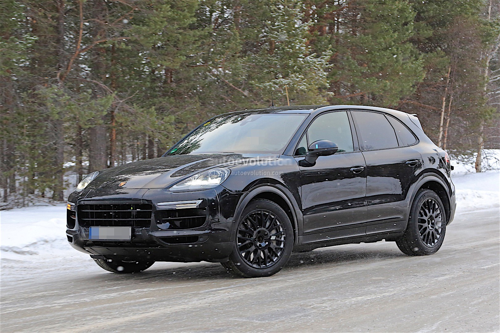 2018 porsche cayenne spied with mild camo expect to see. Black Bedroom Furniture Sets. Home Design Ideas