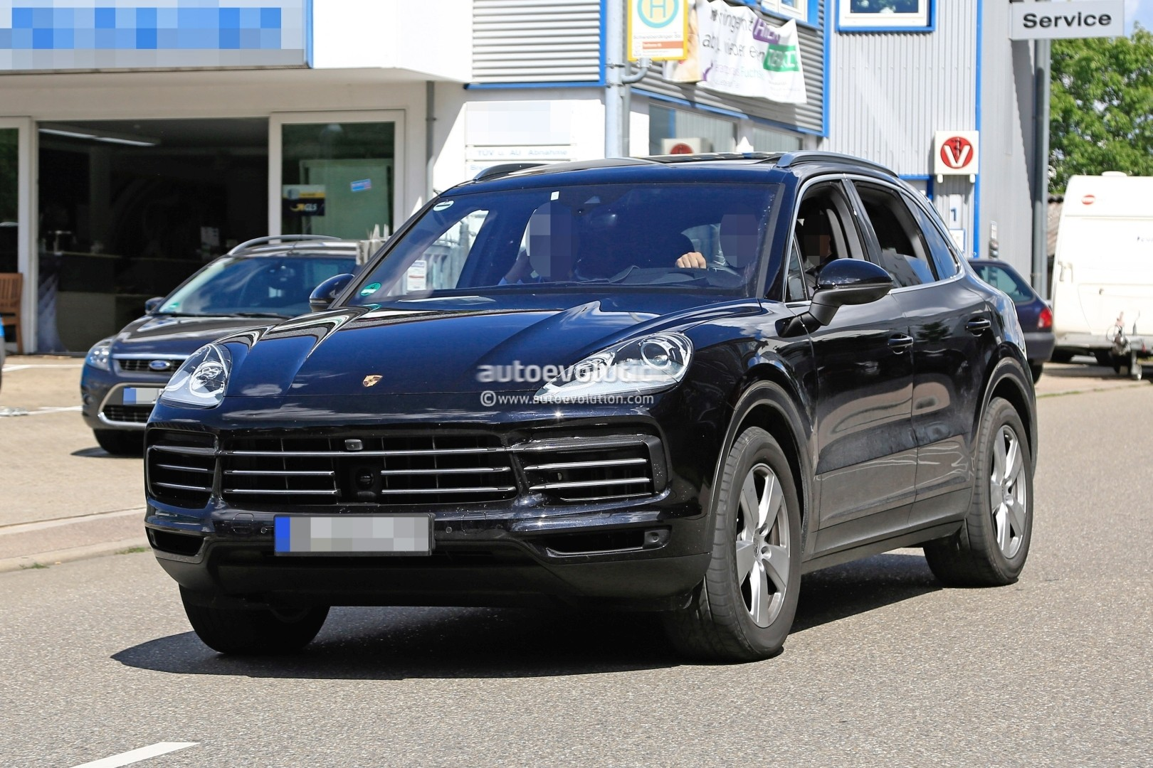 2018 porsche cayenne prototype suggests full width taillights reveals grille autoevolution. Black Bedroom Furniture Sets. Home Design Ideas