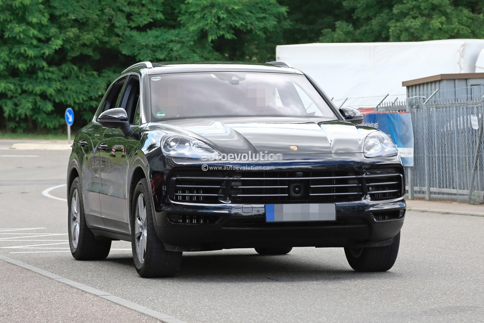 2018 porsche cayenne prototype suggests full width. Black Bedroom Furniture Sets. Home Design Ideas