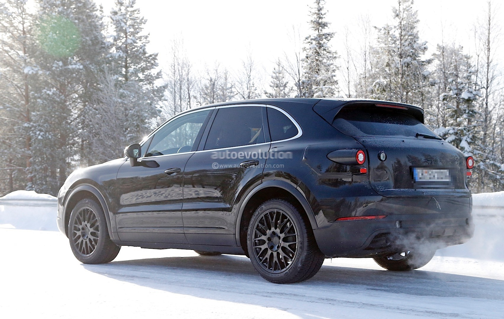 2018-porsche-cayenne-spied-once-more-enjoying-the-last-bits-of-winter_7