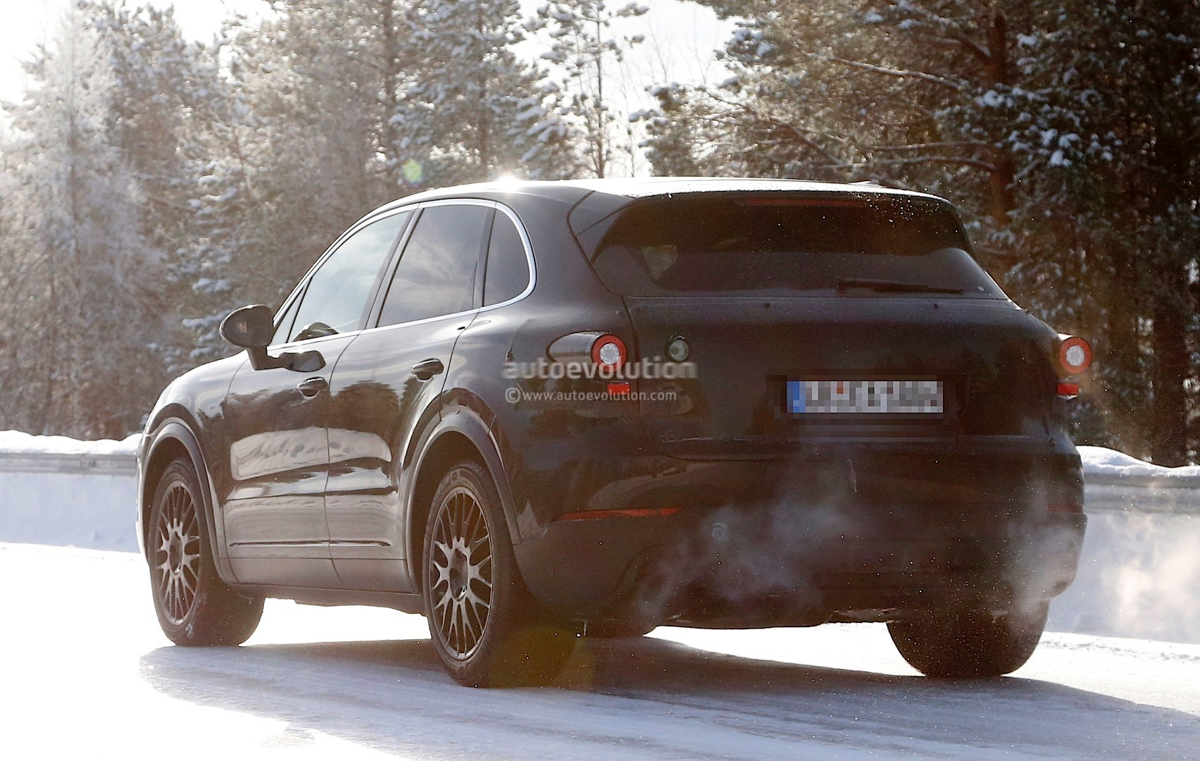 2018-porsche-cayenne-spied-once-more-enjoying-the-last-bits-of-winter_9