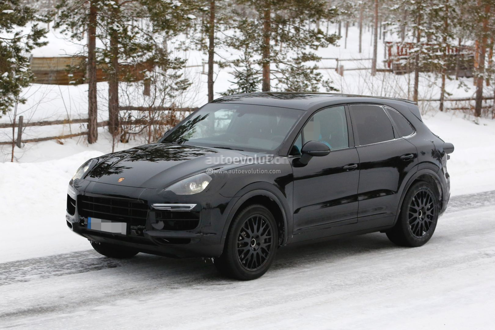 2018 porsche cayenne spied shows active rear spoiler autoevolution. Black Bedroom Furniture Sets. Home Design Ideas