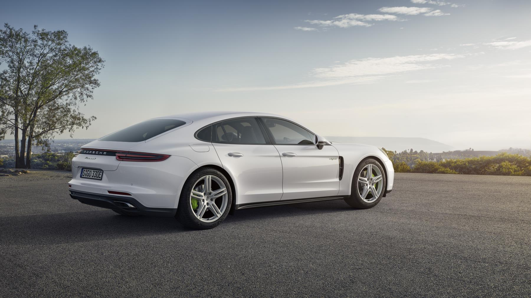 2018 Porsche Panamera 4 E Hybrid Unveiled Uses 2 9l Twin Turbo Autoevolution
