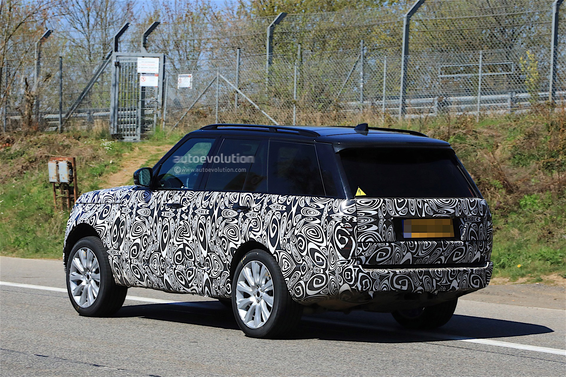 2018 Range Rover Facelift Spied With Updated Interior ...