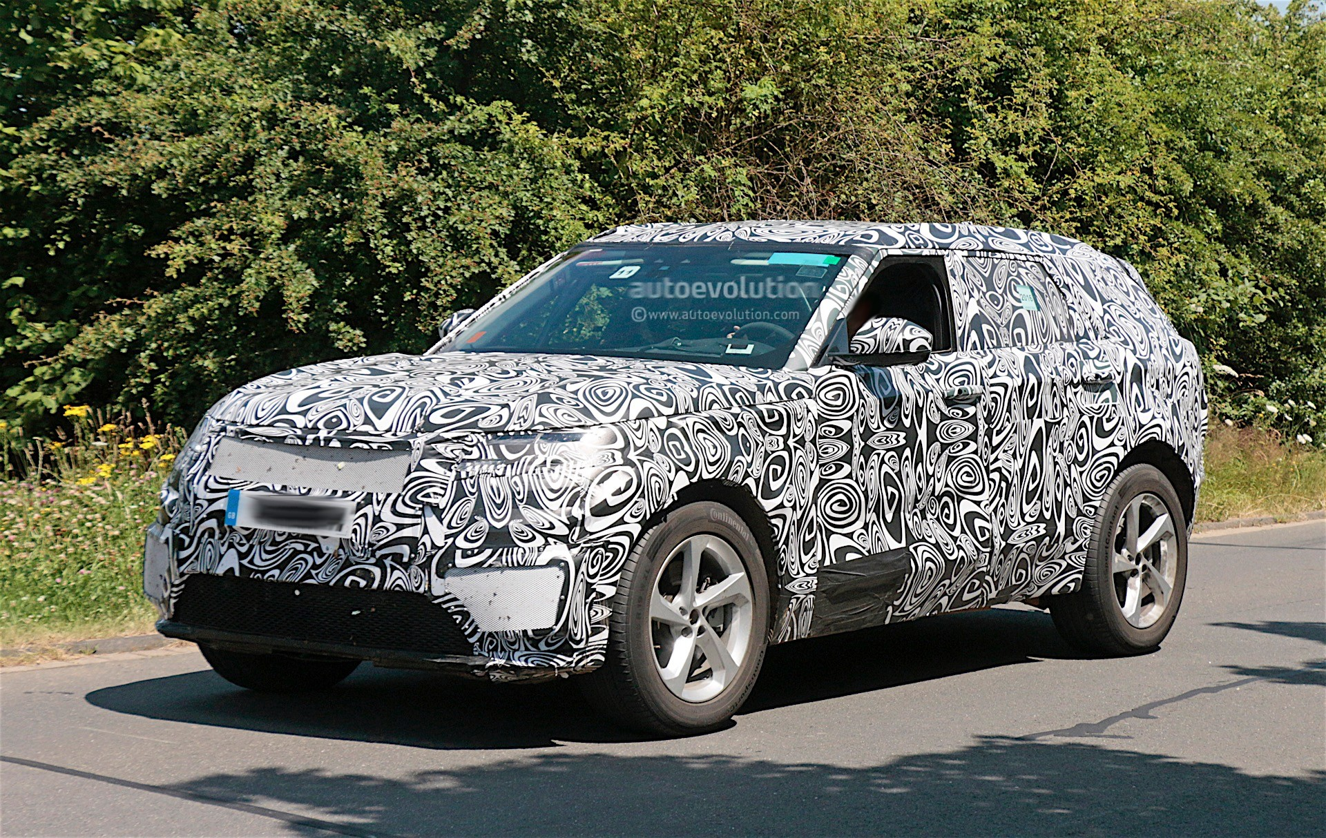 2018 Range Rover Sport Coupe Caught Testing With Full Camouflage