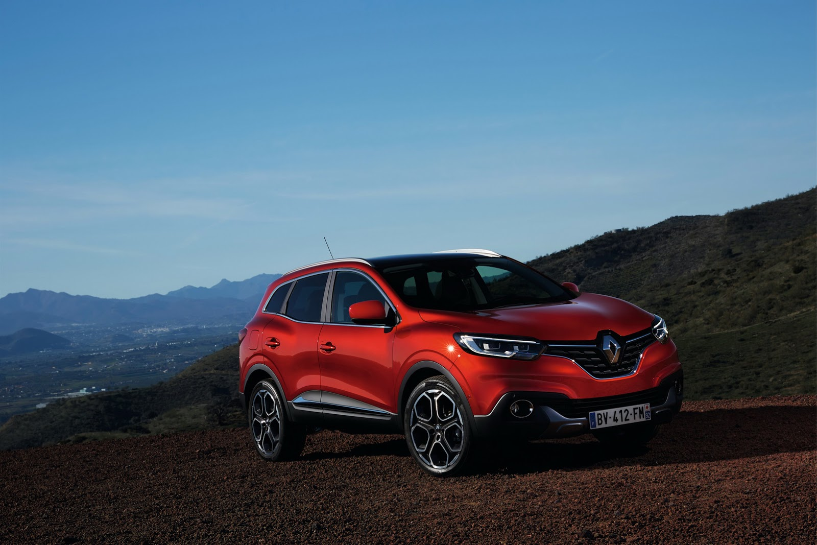 2018 renault kadjar updated with cvt range topping tce 165 engine autoevolution. Black Bedroom Furniture Sets. Home Design Ideas
