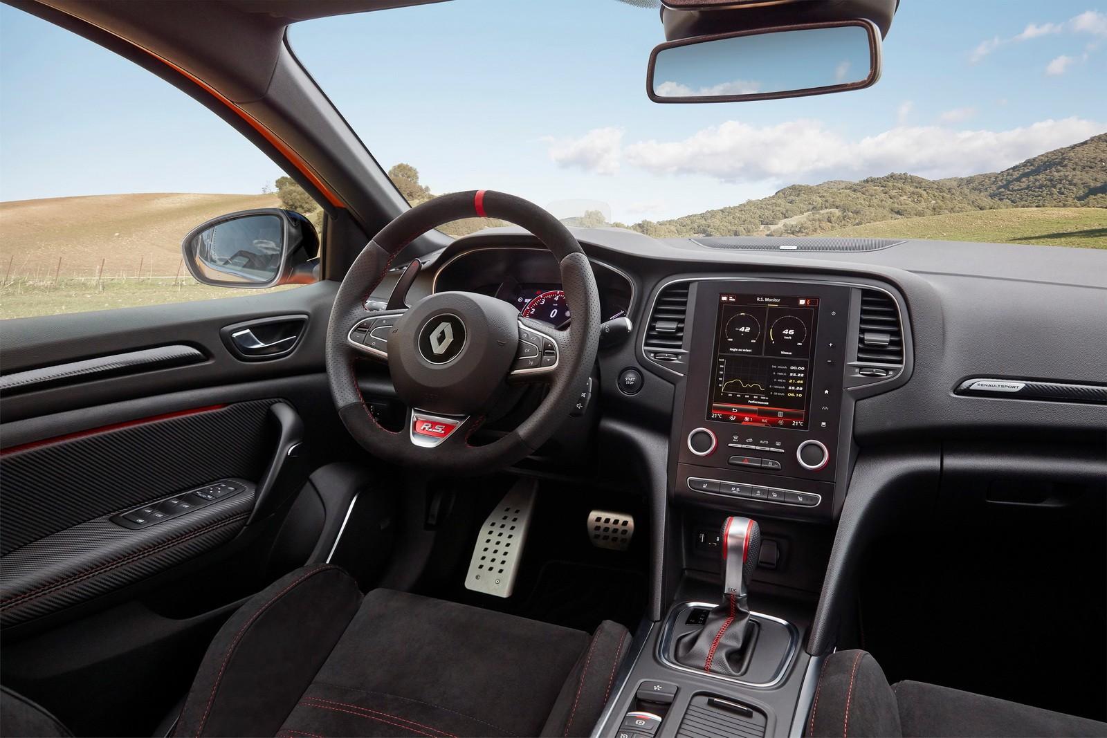 2018 Renault Megane RS Showcases Acceleration With Digital Dash