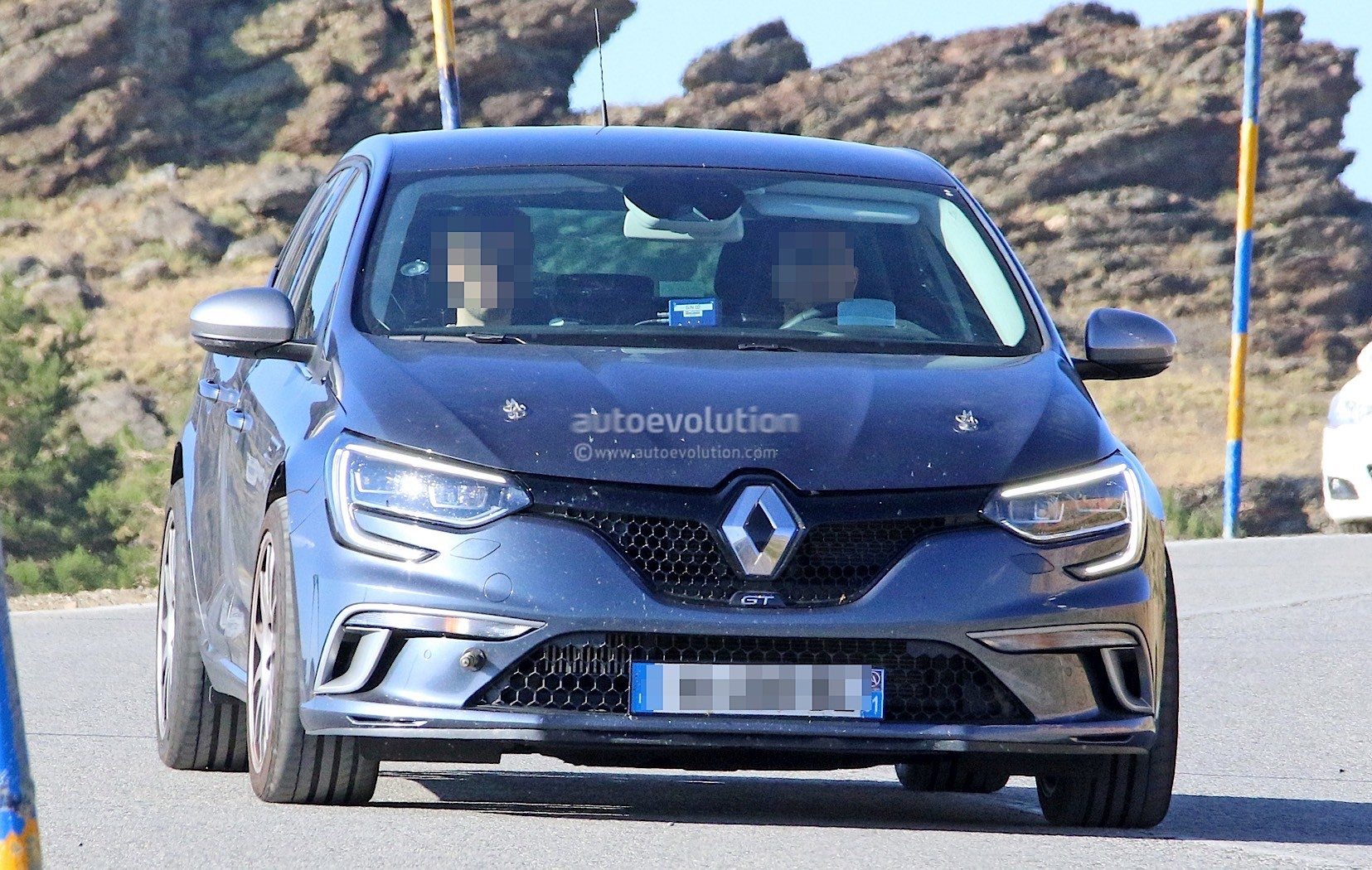 2018 renault megane rs spied wearing megane gt clothes autoevolution. Black Bedroom Furniture Sets. Home Design Ideas