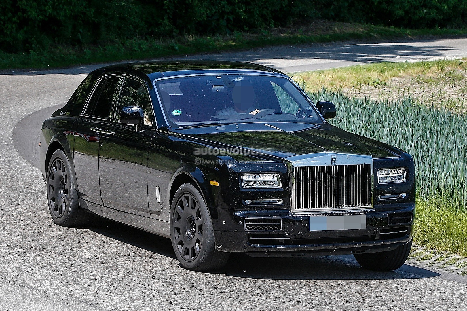 2018 rolls royce cullinan suv spied testing new dashboard autoevolution. Black Bedroom Furniture Sets. Home Design Ideas