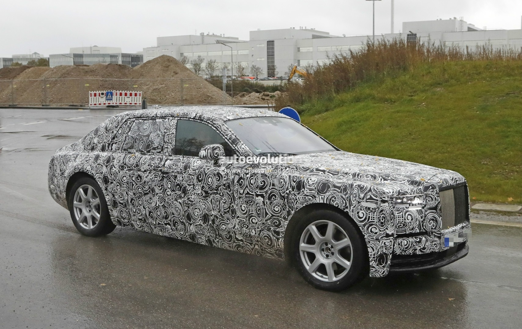 2018 Rolls-Royce Phantom Prototype Partially Reveals New ...