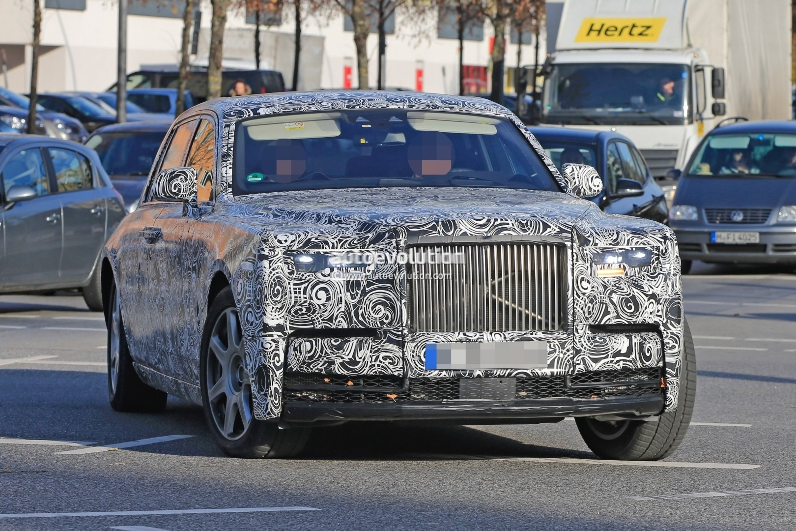 2018 Rolls-Royce Phantom Spotted in German Traffic, Doesn ...