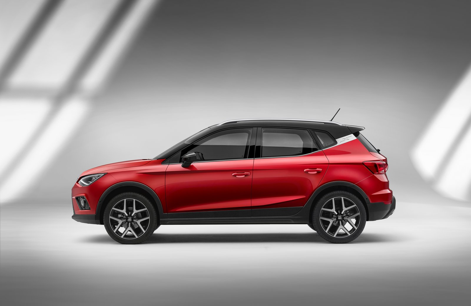 2018 seat arona revealed makes renault captur look dull autoevolution. Black Bedroom Furniture Sets. Home Design Ideas