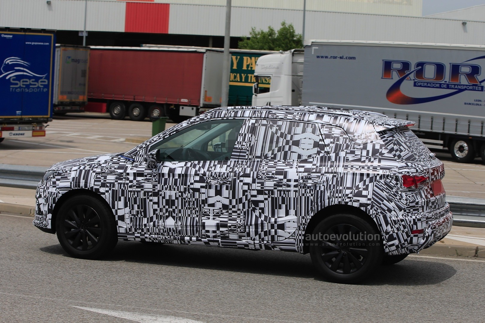 2018 seat arona spied testing on spanish roads autoevolution. Black Bedroom Furniture Sets. Home Design Ideas
