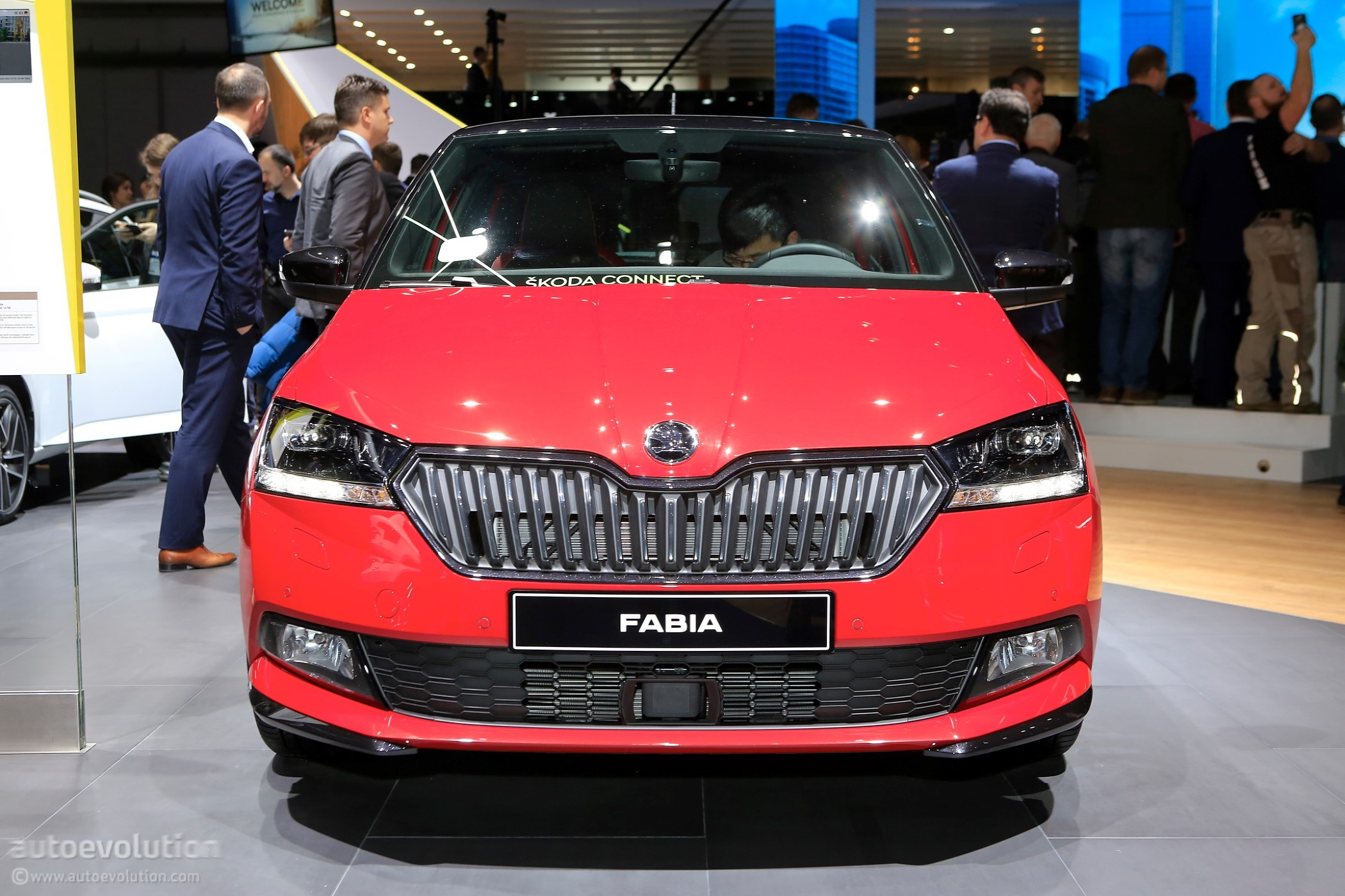 2018 skoda fabia rolls out mid cycle refresh at geneva. Black Bedroom Furniture Sets. Home Design Ideas