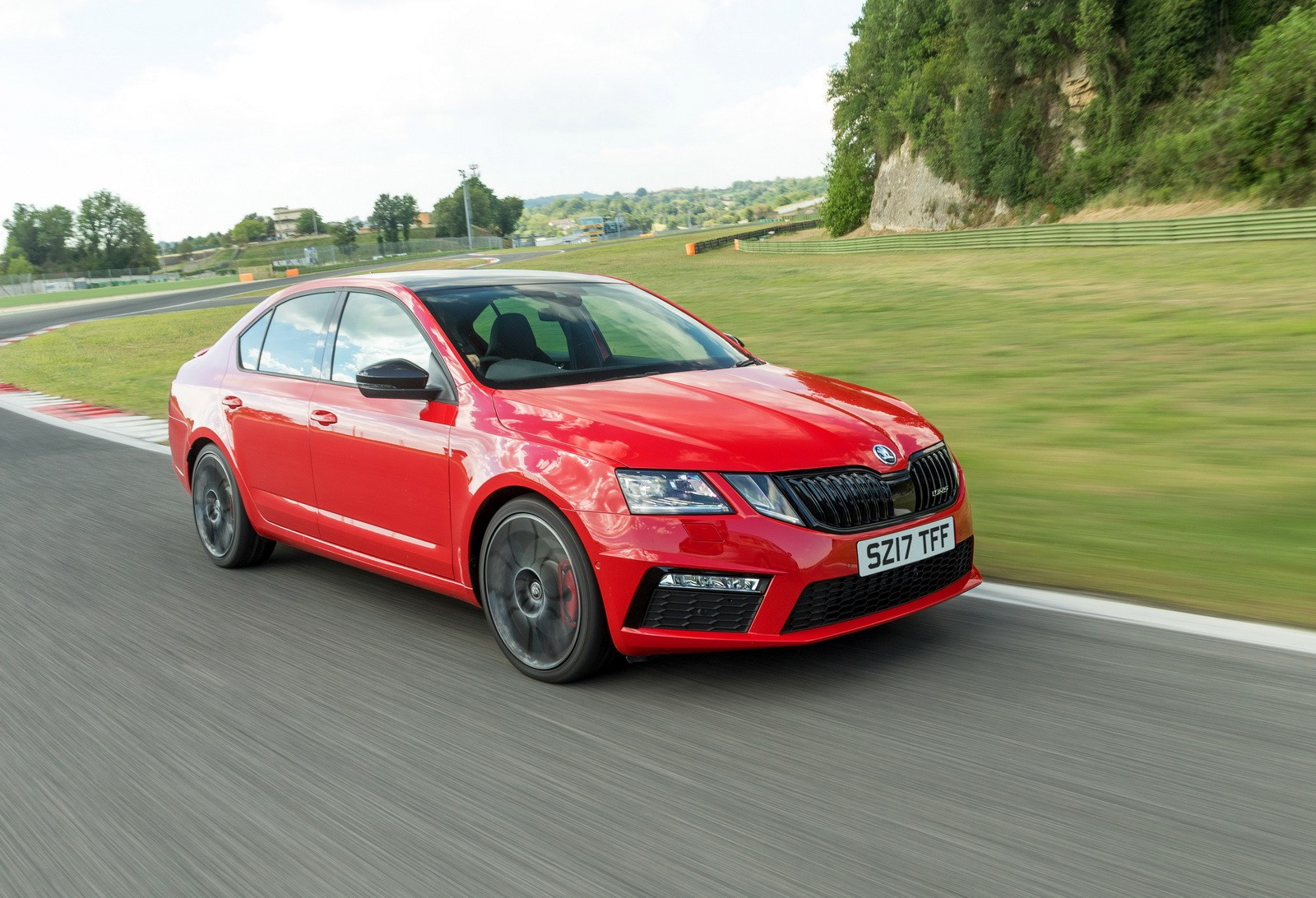 2018 skoda octavia vrs 245 uk pricing and details announced autoevolution. Black Bedroom Furniture Sets. Home Design Ideas
