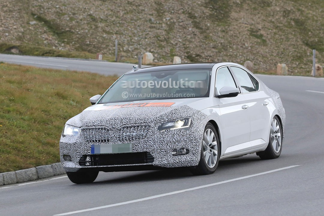 spyshots 2018 skoda superb combi facelift tests with two headlights thankfully autoevolution. Black Bedroom Furniture Sets. Home Design Ideas