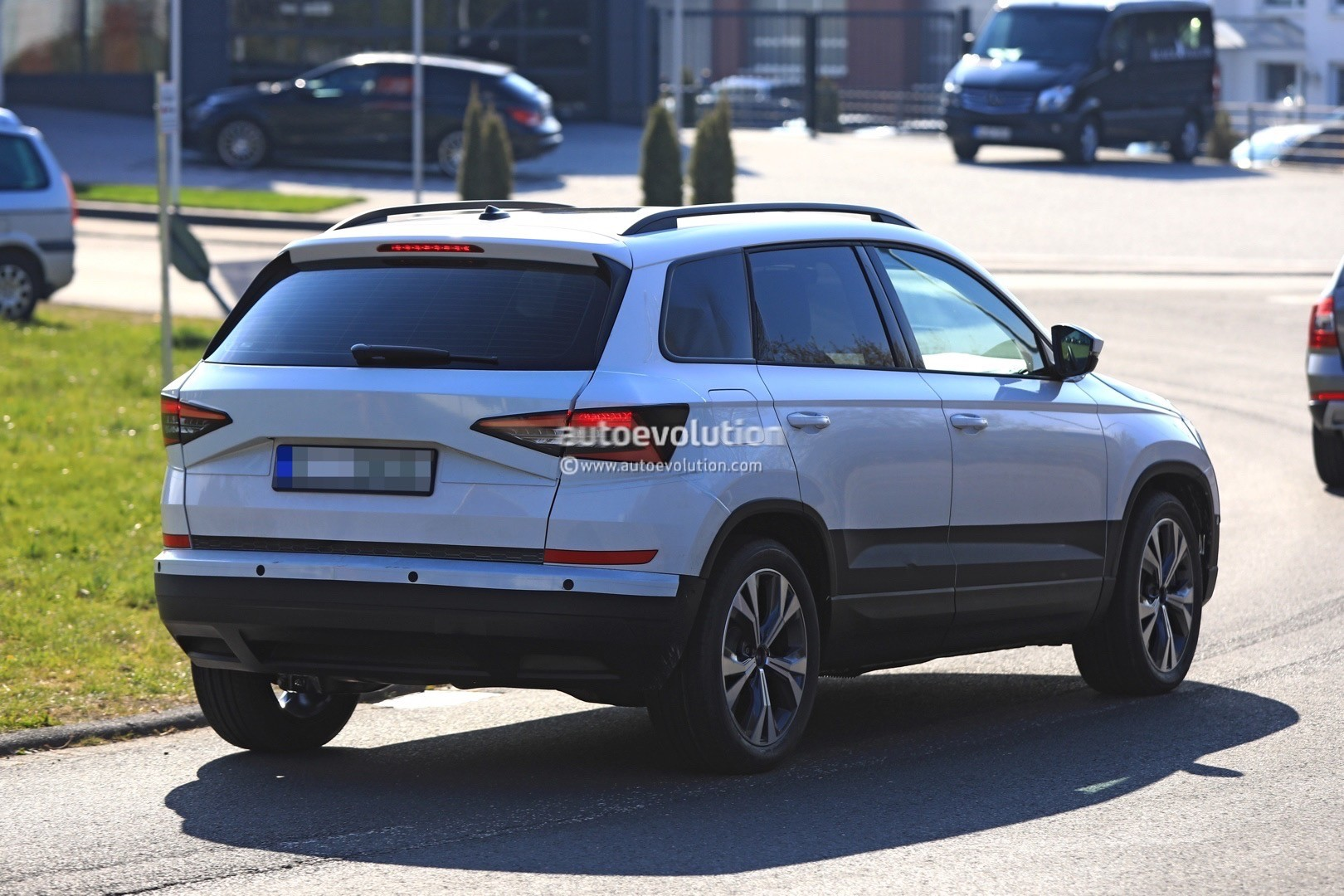 2018 skoda yeti replacement karoq gets into focus in new spy photos autoevolution. Black Bedroom Furniture Sets. Home Design Ideas