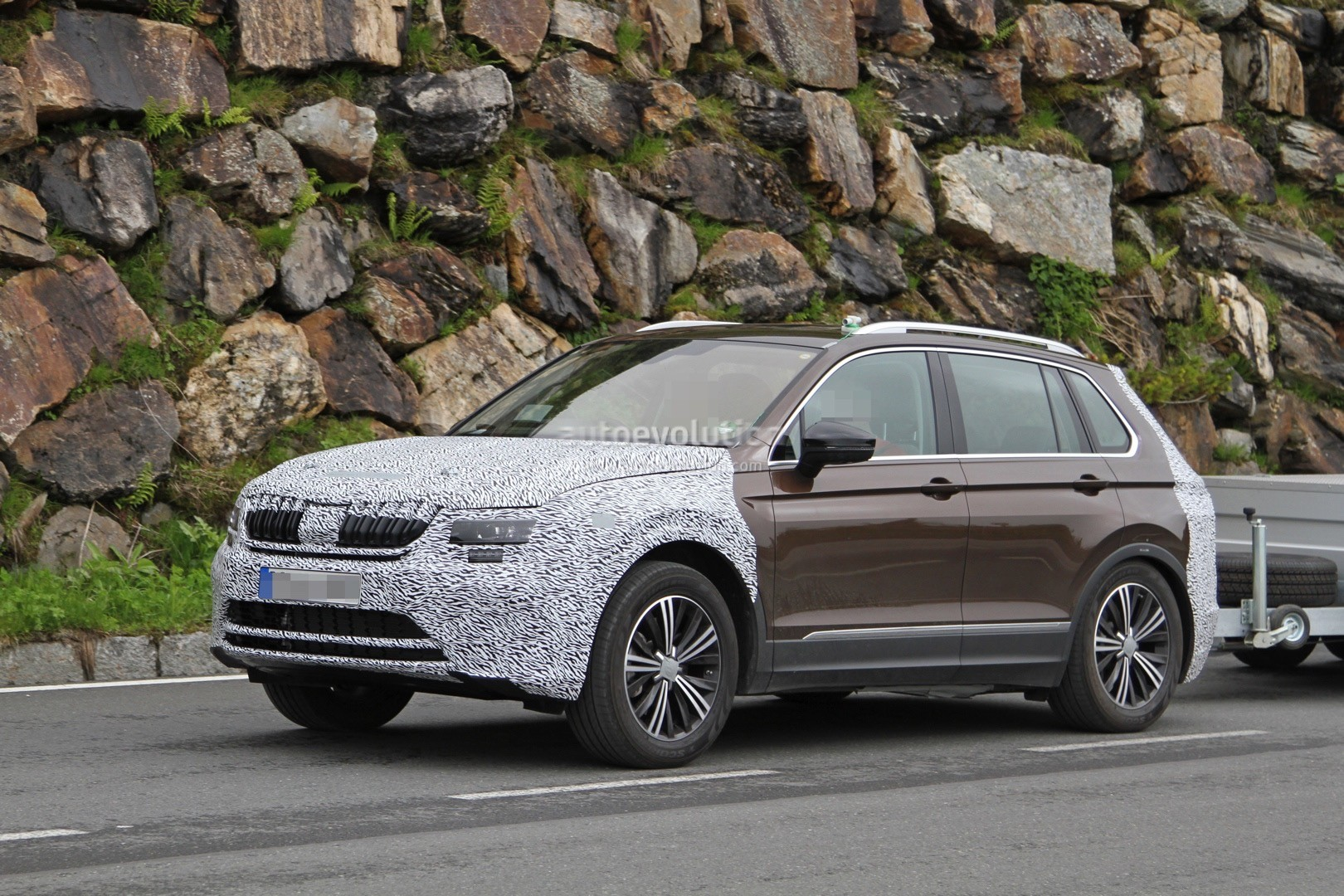 2018 skoda yeti spied looks like a volkswagen tiguan with a different face autoevolution. Black Bedroom Furniture Sets. Home Design Ideas