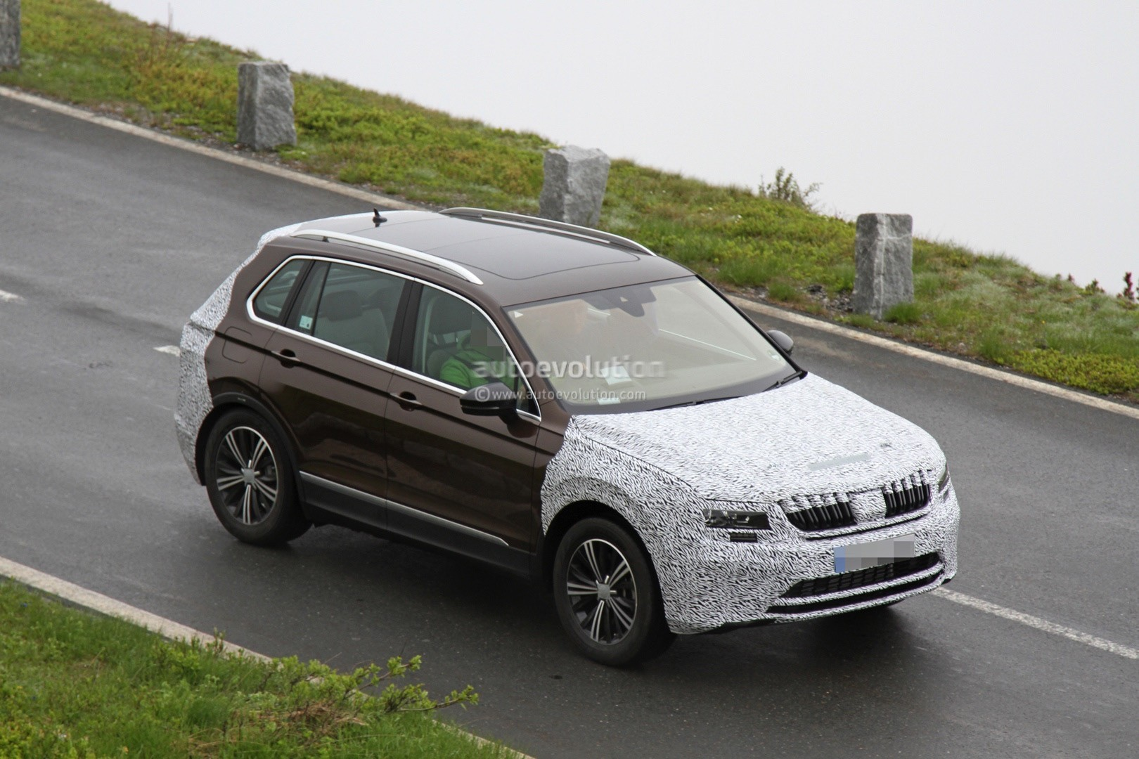 2018 skoda yeti spied looks like a volkswagen tiguan with. Black Bedroom Furniture Sets. Home Design Ideas