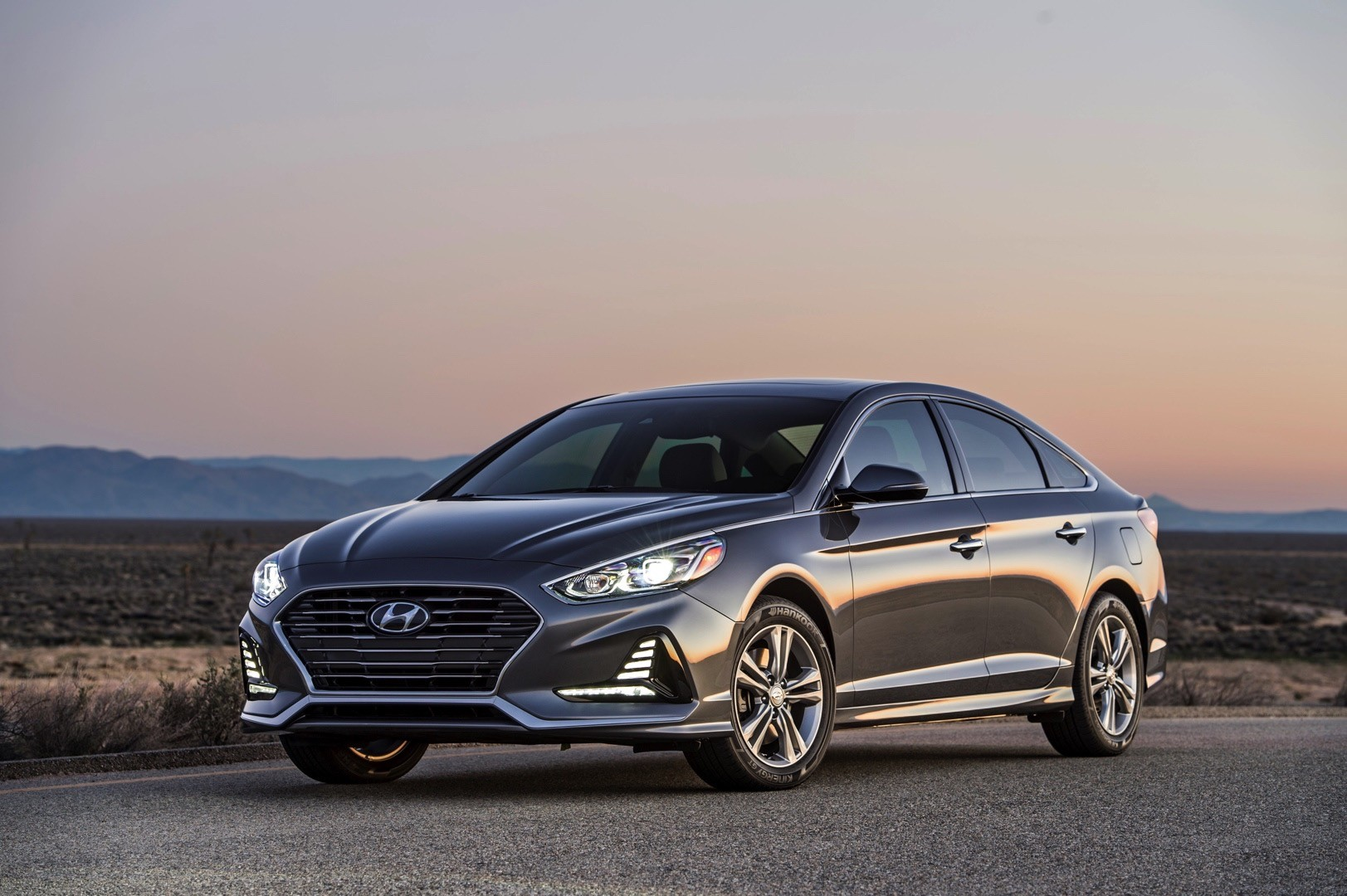 2018 hyundai sonata debuts with refreshed styling new features autoevolution. Black Bedroom Furniture Sets. Home Design Ideas
