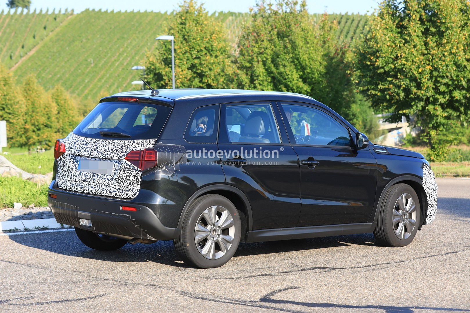 2018 suzuki vitara facelift spied has blocked off grille autoevolution. Black Bedroom Furniture Sets. Home Design Ideas