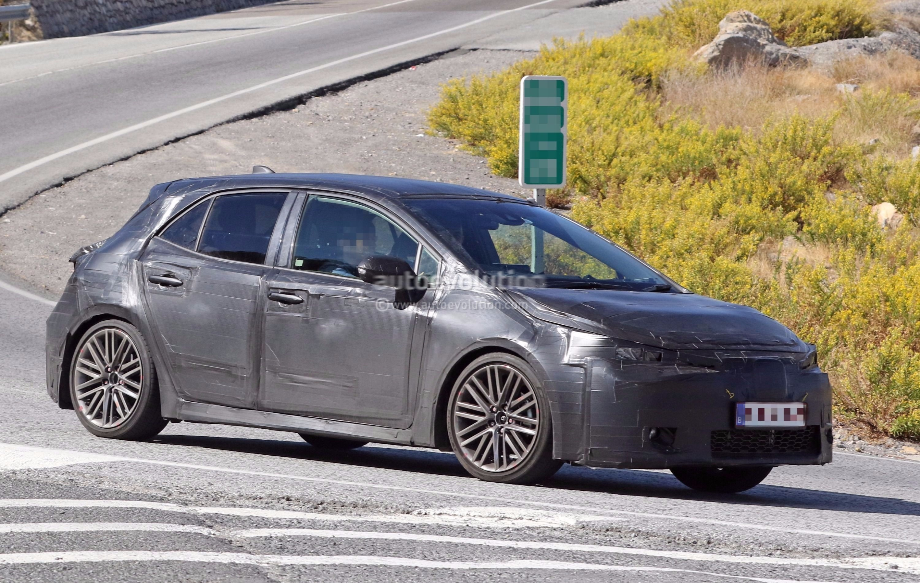 2019 toyota corolla hatchback im auris spied boasts production ready lights autoevolution. Black Bedroom Furniture Sets. Home Design Ideas