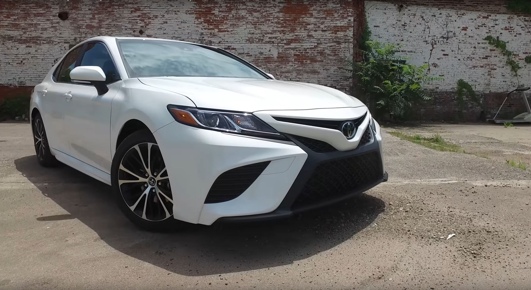 2018 Toyota Camry Is More Engaging And Better To Look At Says Consumer Reports
