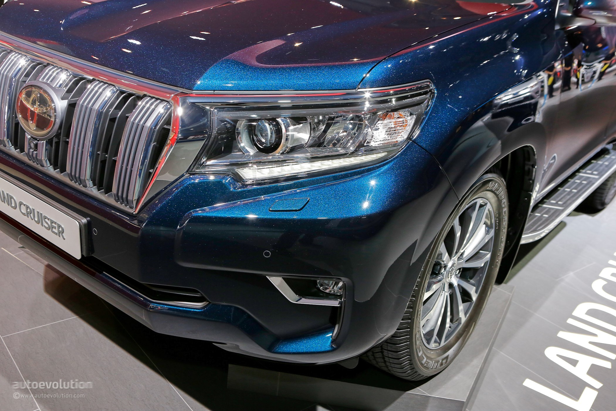 2018 Toyota Land Cruiser Prado Facelift Drops By Frankfurt ...