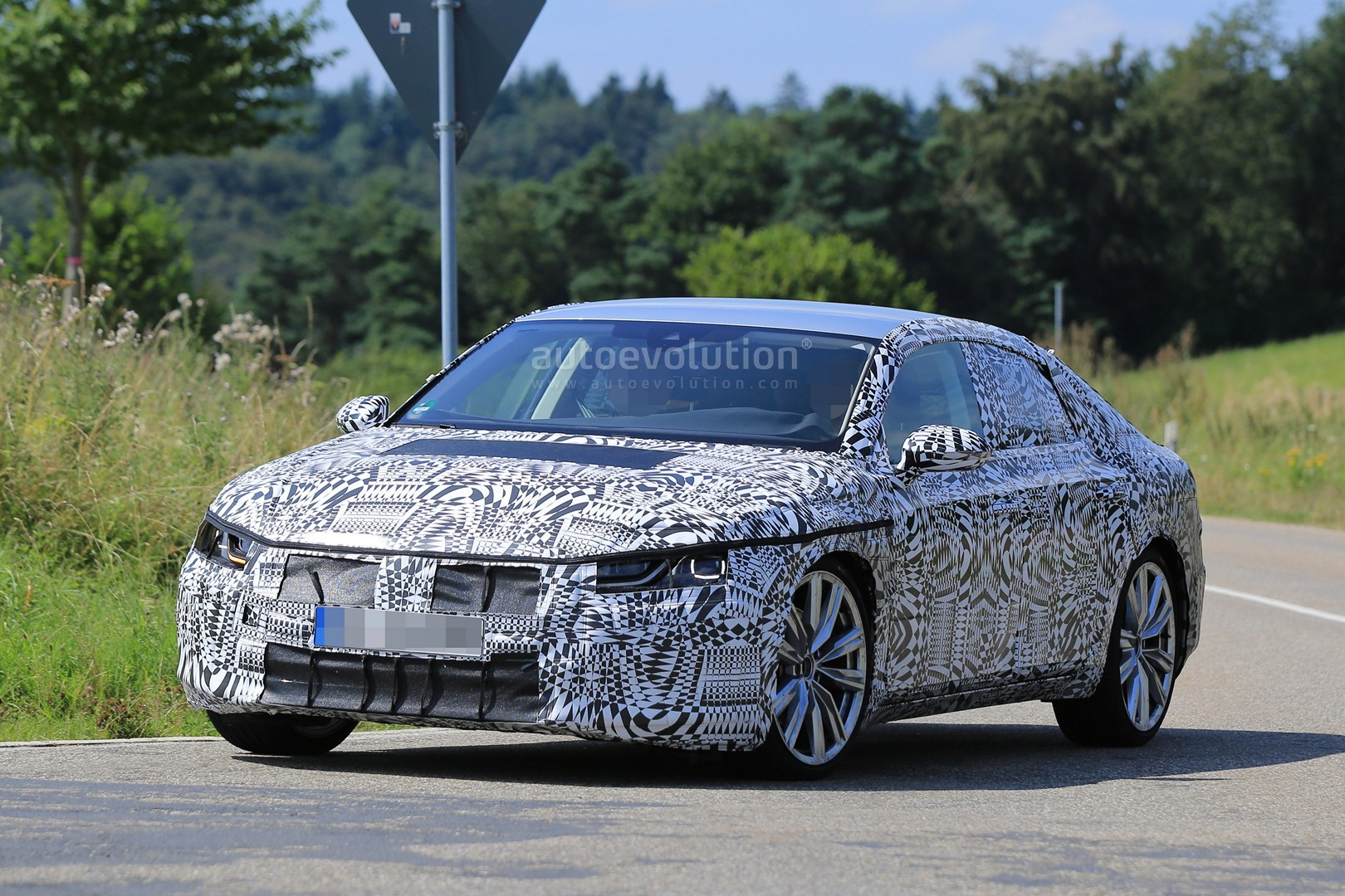 2018 volkswagen cc fastback hatch spied testing awd accompanied by bmw 4 series autoevolution
