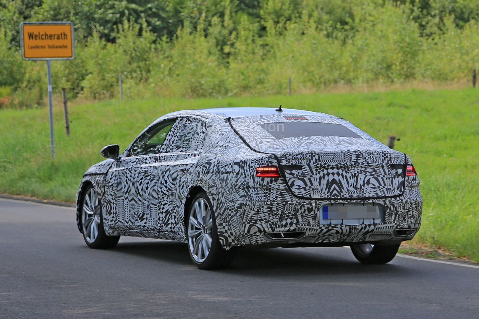 2018 volkswagen cc fastback hatch spied testing awd accompanied by bmw 4 series autoevolution. Black Bedroom Furniture Sets. Home Design Ideas
