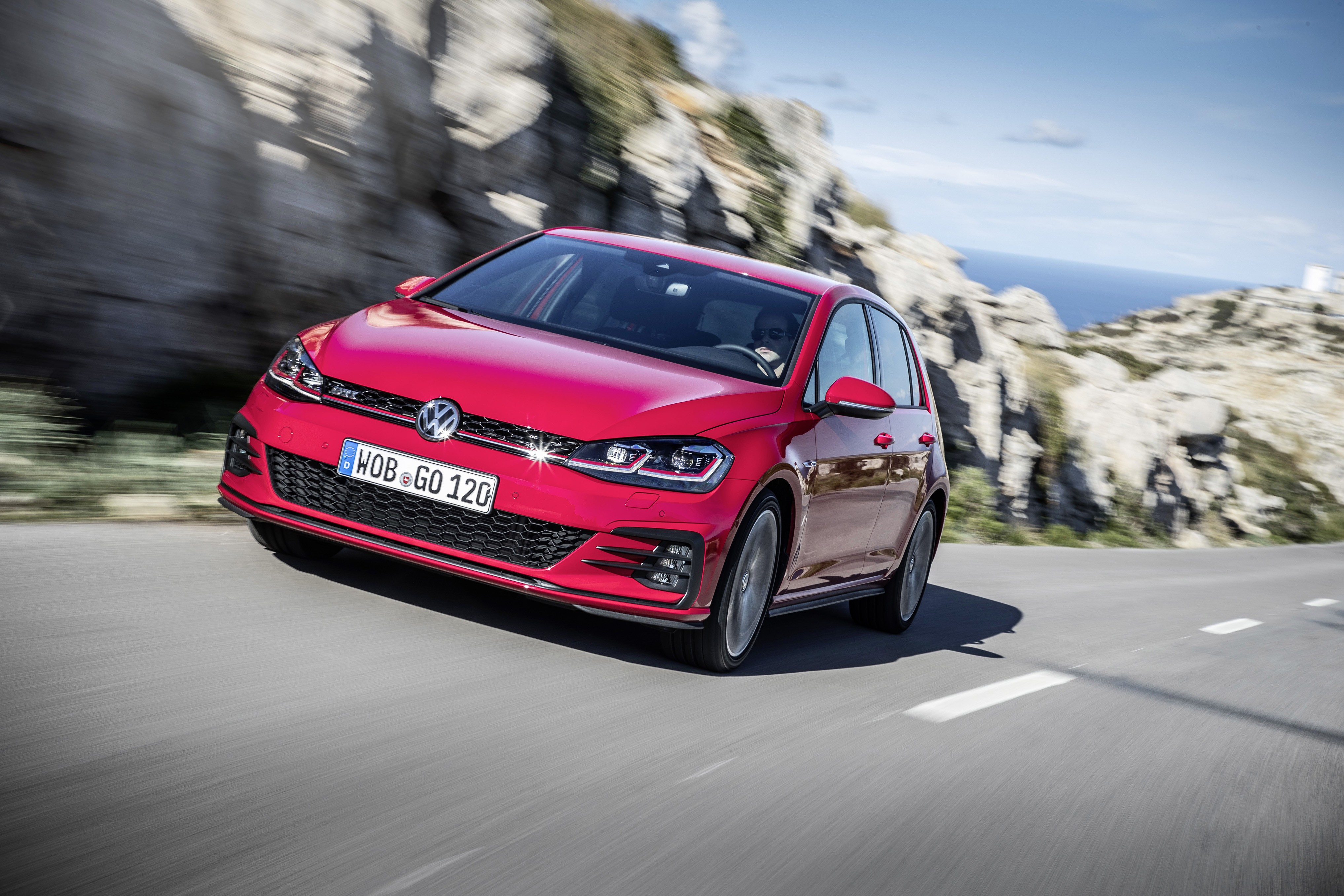 2018 volkswagen golf gti interior and exterior detailed in new videos and photos autoevolution. Black Bedroom Furniture Sets. Home Design Ideas