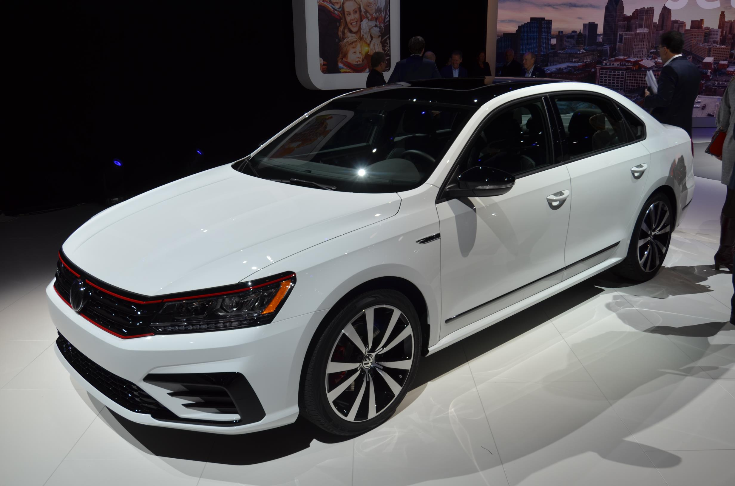 2018 volkswagen passat gt is a sweet swan song in detroit autoevolution. Black Bedroom Furniture Sets. Home Design Ideas