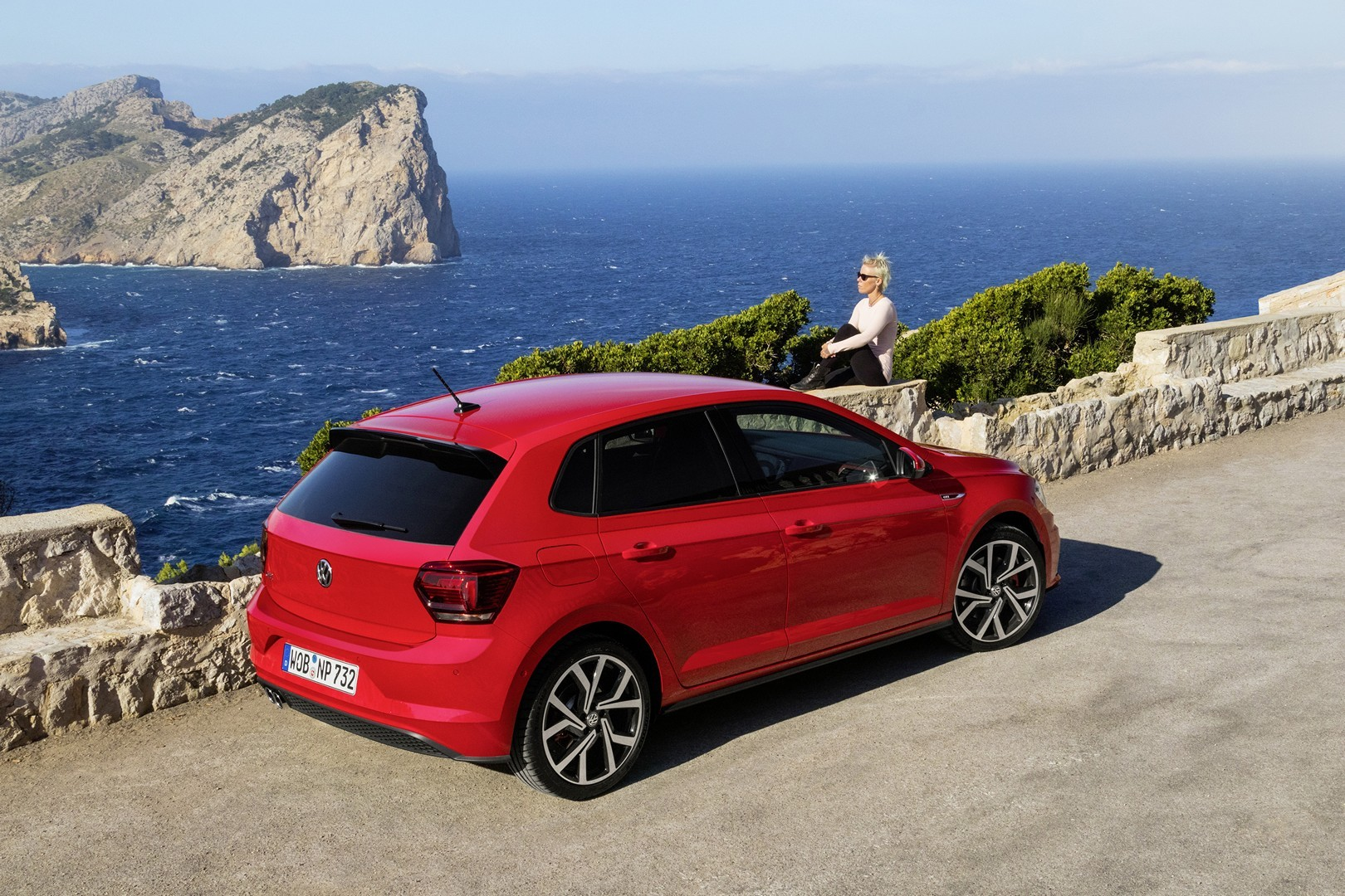 2018 volkswagen polo gti sporty looks in new photo gallery. Black Bedroom Furniture Sets. Home Design Ideas