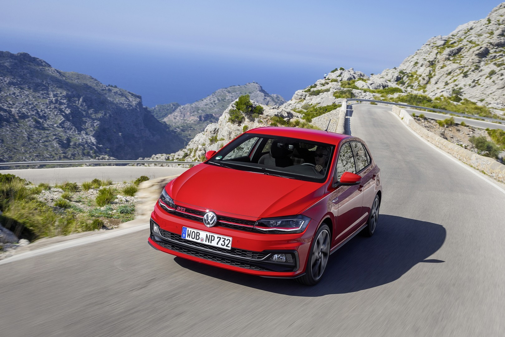 2018 Volkswagen Polo GTI Sporty Looks in New Photo Gallery ...
