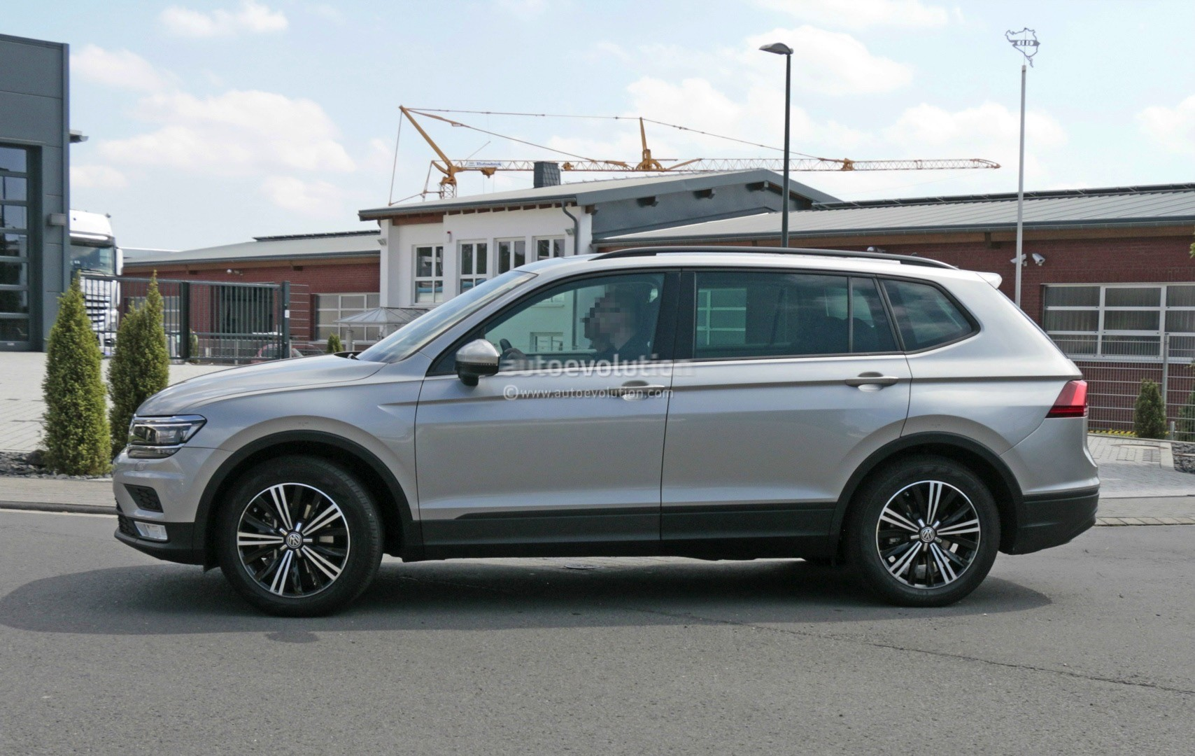2018 volkswagen tiguan allspace 7 seater teased for detroit autoevolution. Black Bedroom Furniture Sets. Home Design Ideas