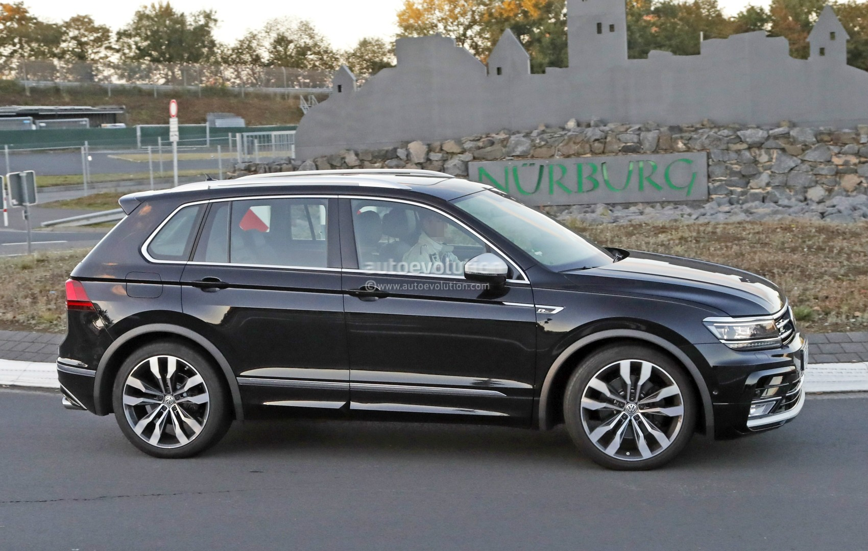 2018 Volkswagen Tiguan R Spotted at Nurburgring, Not Trying to Hide ...